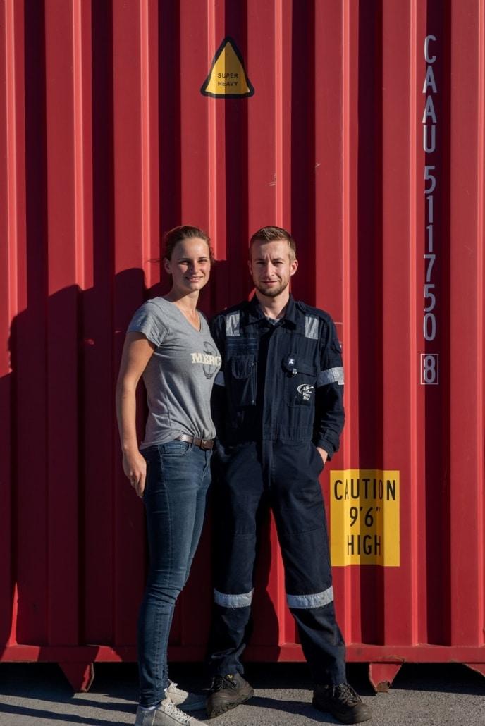 Henk en Sandra op het dok bij de Africa Mercy